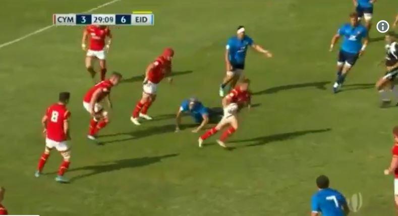 Wales U20s flyhalf carves up Italy with disgusting footwork