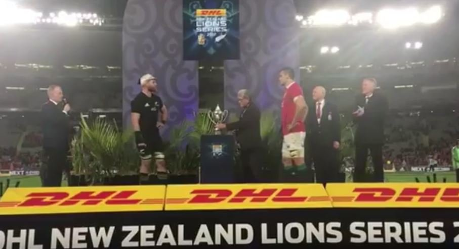 Sam Warburton lets Kieran Read lift whatever the Lions trophy is called