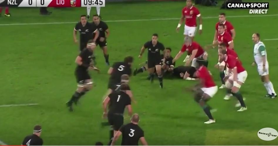 Maro Itoje reduces Sam Whitelock to infant status by stripping ball from his grasp