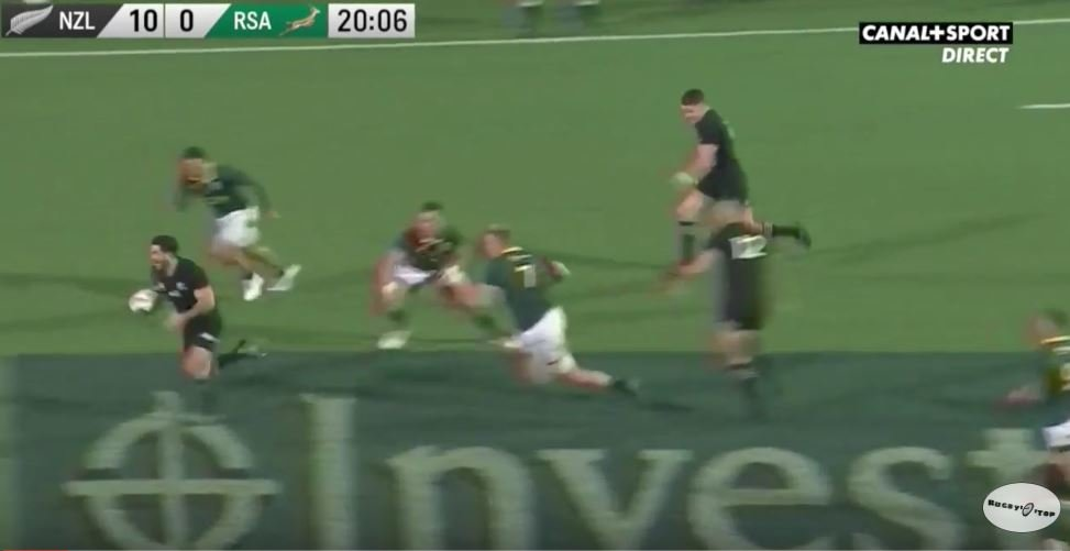WATCH: Milner Skudder and Beauden Barrett combine in moment of true epicness