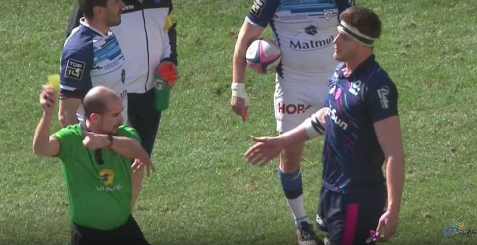 6'9 lock Flanquart ploughs ref into the ground in moment of madness, ref takes cowards way out
