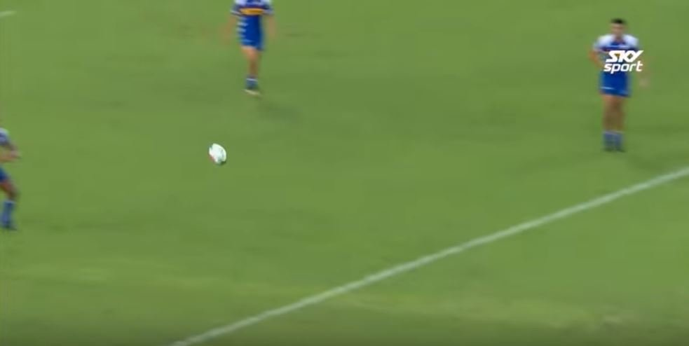 WATCH: Siya Kolisi shows great speed before throwing immaculate inside ball
