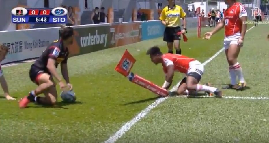 WATCH: Dillyn Leyds scores 80m solo try and finish of the season contender