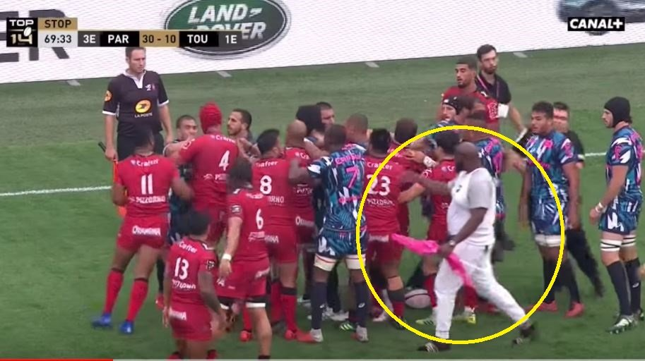 FOOTAGE: Player's giant brother storms on pitch to confront Julian Savea