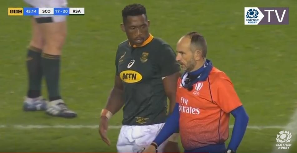VIDEO: A lot of people are talking about this unpunished Siya Kolisi headbutt