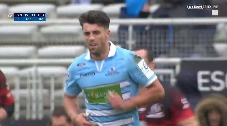 SOLO: Adam Hastings turns defence into attack in a matter of seconds for Glasgow