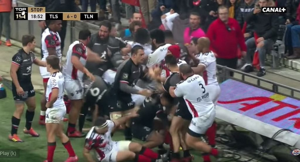 FOOTAGE: Advertising hoardings damaged as Toulon vs Toulouse NYE brawl shakes French rugby