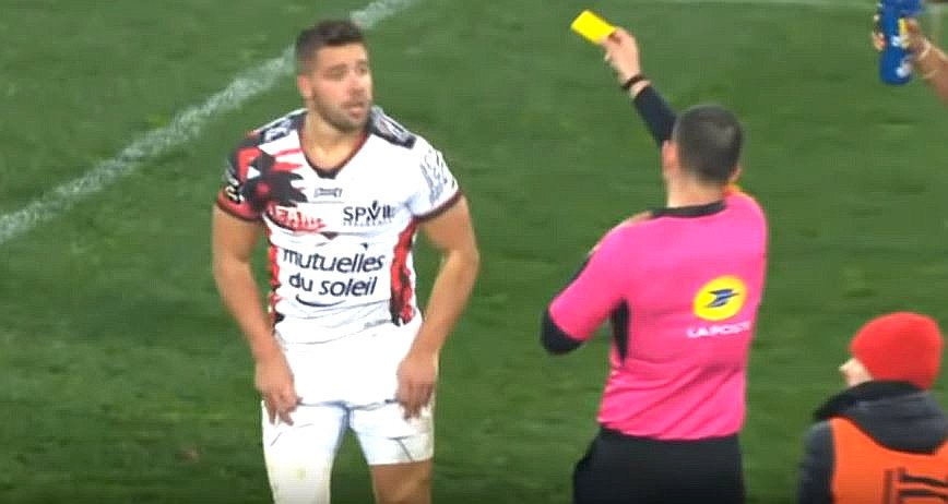 Patented 'I'm injured too' routine can't save Rhys Webb from yellow card