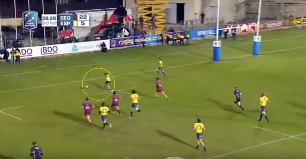 VIDEO: Spanish player kicks longest touchfinder in Test history