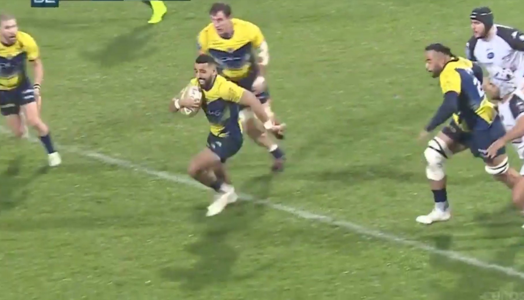 FOOTAGE: The English 10 with a huge boot carving up the ProD2