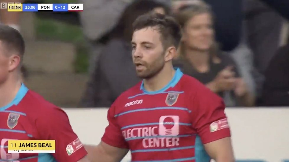 WATCH: Some LUDICROUS tries were scored in a local Welsh derby last night