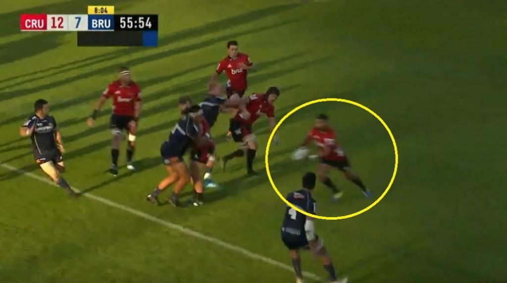 FOOTAGE: Richie Mo'unga proves he's probably even faster than Barrett with burst of speed