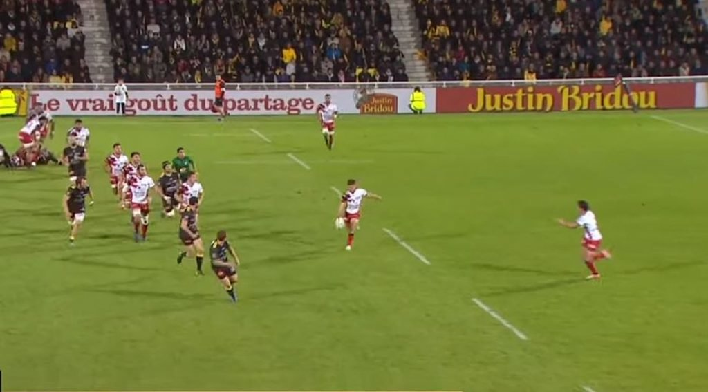 FOOTAGE: Using Malakai Fekitoa on the wing, Toulon kick pass to score clever try