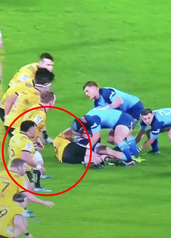 Bulls fans OUTRAGED at brutal shoulder charge to head that went unnoticed