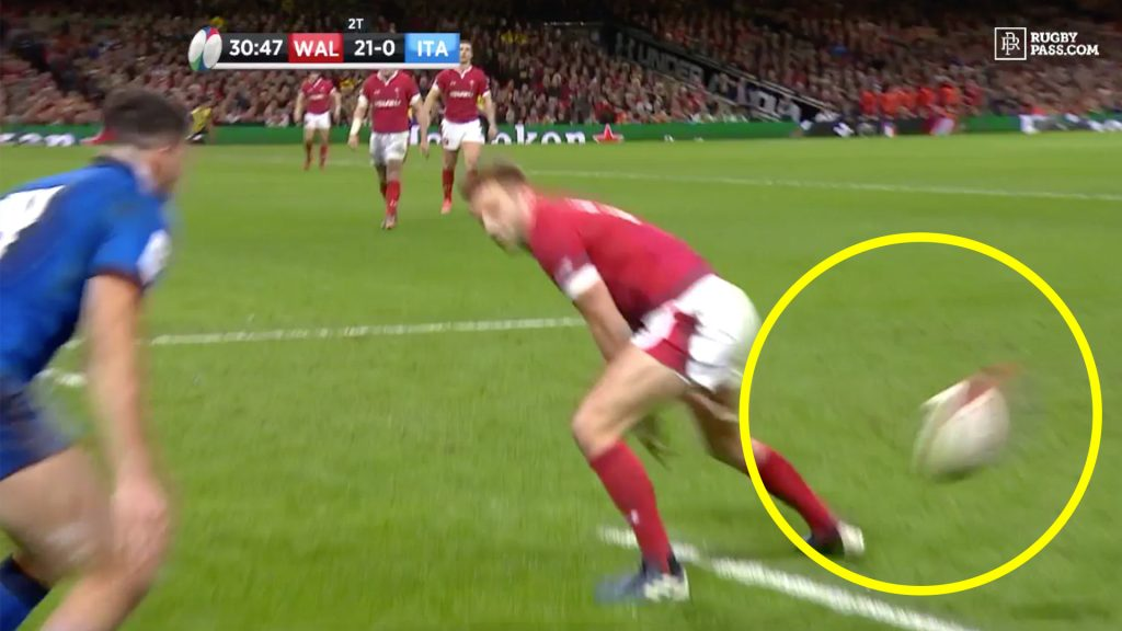 Dan Biggar humiliates Italians with outrageous try scoring assist