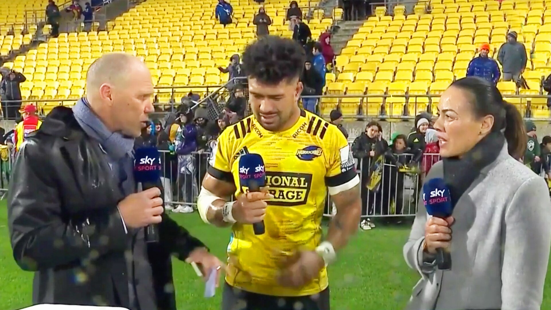 Jeff Wilson and Ardie Savea get into incredibly awkward moment during live interview