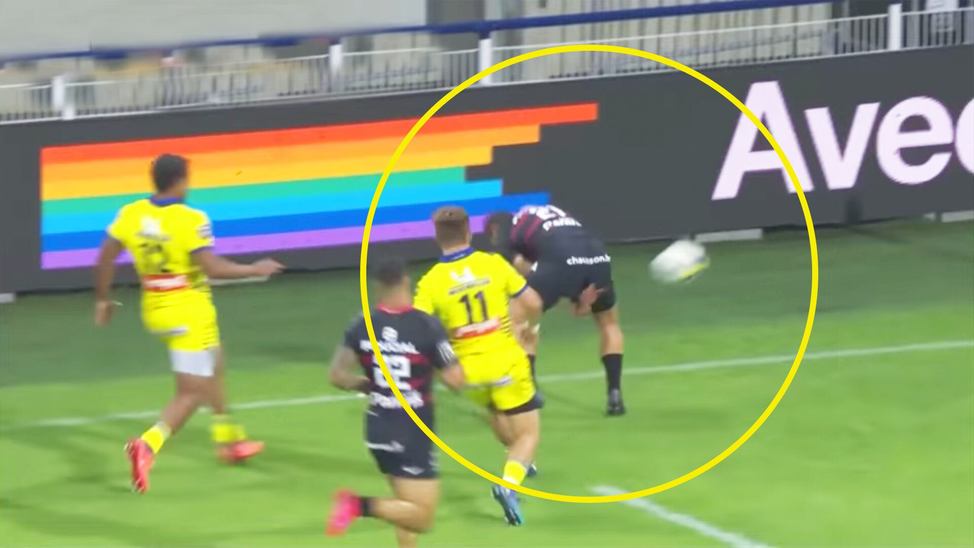 French fans stunned by 'pass of the season' that sets up match winning length of the field try in Top 14 clash