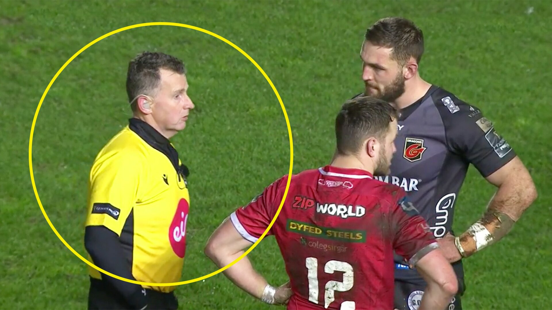 Bizarre scenes in Welsh derby as Nigel Owens forgets his cards